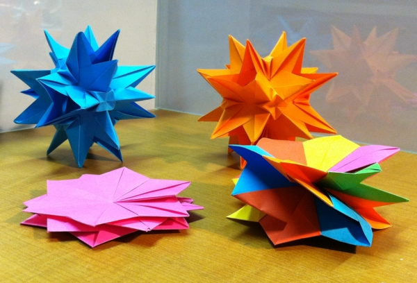 7 of the coolest origami ornament tutorials to help DIY your tree | 408x600